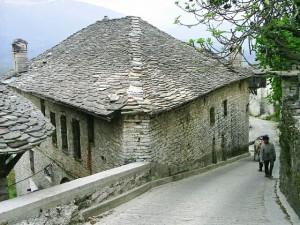 Gjirokaster, tradicni architektura14 von Martin Brož via wikimedia.org