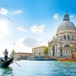 it_Old cathedral of Santa Maria della Salute in Venice