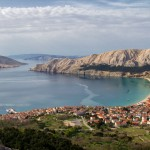 BASKA/Insel Krk - Baska begeistert mit seinem 2 km langen Kiesstrand, der Schönste der nördlichen Adria. Wenige Gehminuten vom sehenswerten Orte Krk liegen auch nette Hotels mit schönen Stränden.