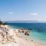 Rabac - Netter Badeort mit Strandpromenade, Restaurants, Bars, kinderfreundlicher Kiesbucht (Maslinica Bucht) mit Liegen und Sonnenschirmen (gegen Gebühr) und kleineren Fels- und Kiesbuchten.