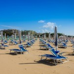 """BIBIONE - Ferien am großen, familienfreund-lichen Strand mit einer quirrligen Promenade und der belebten Unterhaltunsmeile lassen Kinder bei """"Pizza & Gelato"""" jubeln!"""